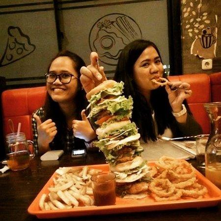 Cilegon, Indonesië: Monster burger