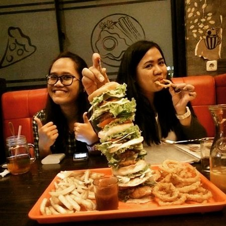 Cilegon, Indonésia: Monster burger