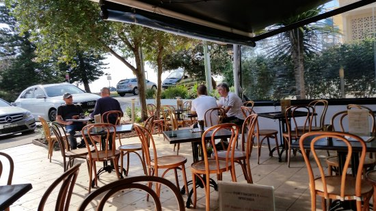 Outdoor seating area - Picture of Cinque Cucina e Caffe, Mona Vale ...