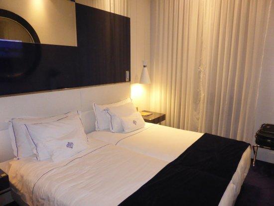 Hotel Portugal: Modern room