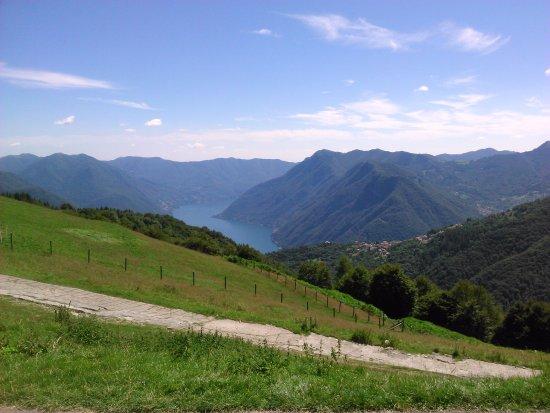 Colonno, إيطاليا: Vista dal rifugio