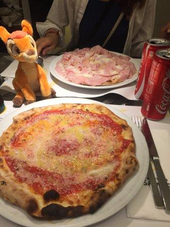 Da Salvatore: Pizza margherita speciale e pizza calvetti! Buonissime 😋