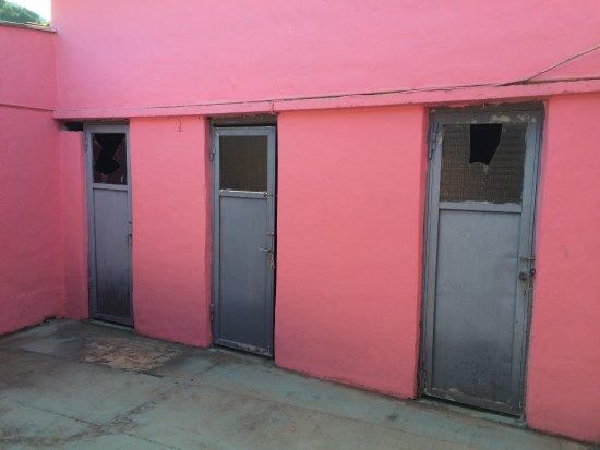 The Pink Palace: vestiaires de la salle de sport