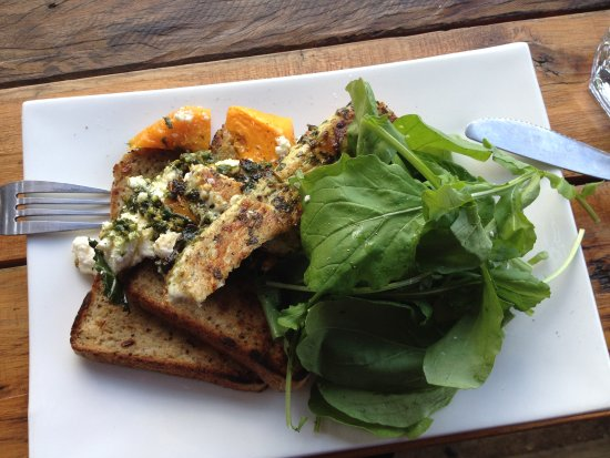 Bellingen, Avustralya: Pesto chicken wrap, gluten free style