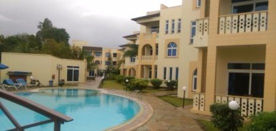 Pa Pweza Adamsville Beach Suites: Pa Pweza suites by the poolside