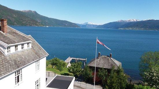 Midtnes Hotel: Sognefjorden mot Hella og Vagnsnes