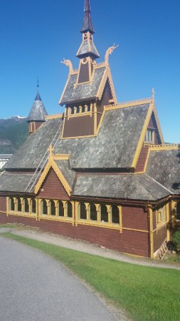 Midtnes Hotel: St Olavs kirke eller den engelske kirke, nærmeste nabo til Midnes