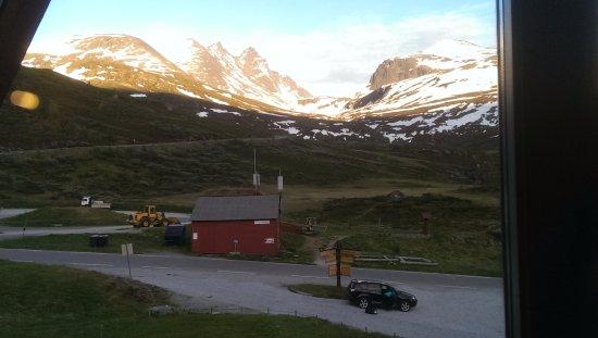 Turtagro Hotel: Sollyset svinner, kvelds utsikt mot Skagastølstindane