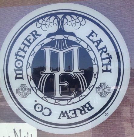 Vista, CA: Logo de Mother Brew Co
