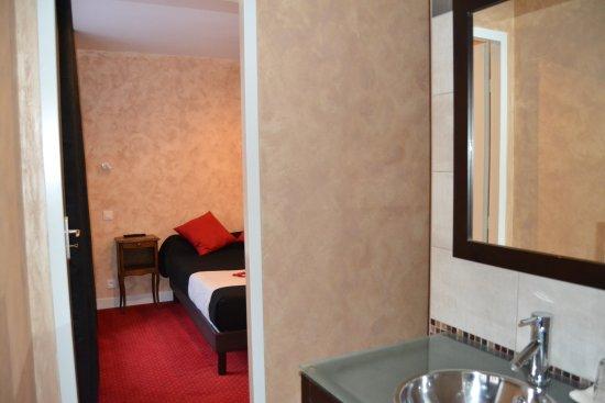 Le lion vert hotel luxeuil les bains france voir les for Chambre 0 decibel