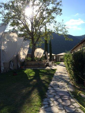 Sant'Anatolia di Narco, Italia: giardino