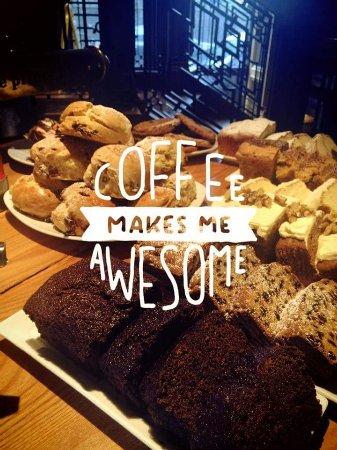 Athlone, Irlanda: Enjoy coffee and cakes daily
