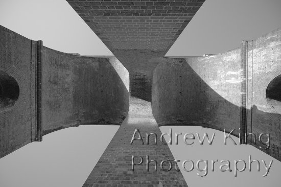 Haywards Heath, UK: Looking straight up inside one of the arches