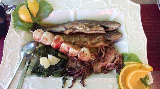 Buna, Βοσνία - Ερζεγοβίνη: Fish platter