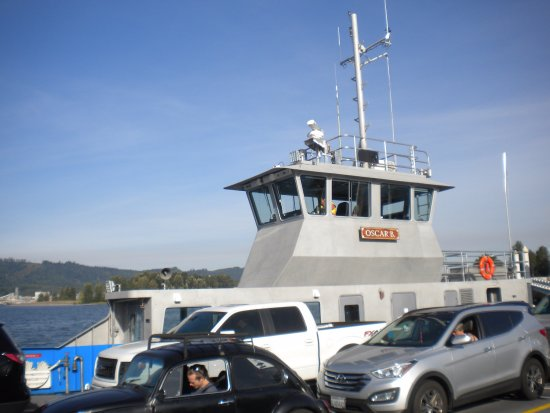 Wahkiakum County Ferry: vehicles aboad the ferry