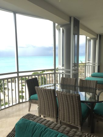 The Venetian on Grace Bay: Stayed in unit 402. Beautiful property, very well managed.