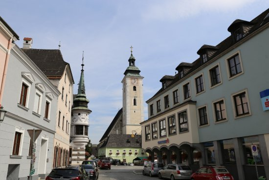 Grein, Austria: St Giles and the town square
