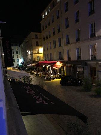 Hotel du Cadran Tour Eiffel: La terrasse du Café central un soir d'été …