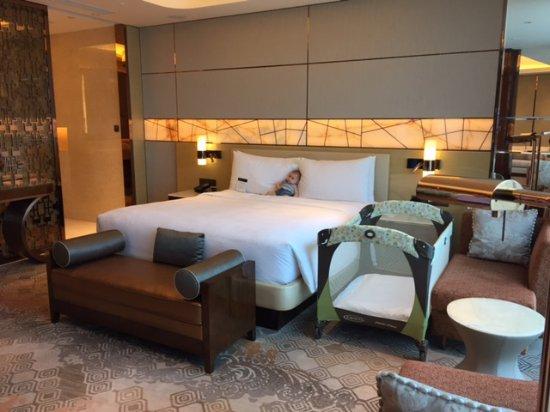 Schön JW Marriott Hotel Macau: Schlafzimmer Mit Babybett