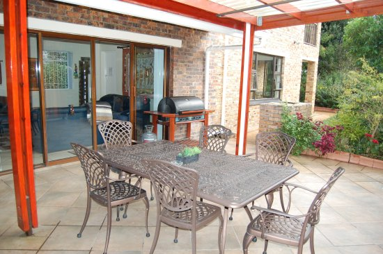 Ascot Gardens Self Catering Accommodation: AFRICAN SUITE COVERED PATIO
