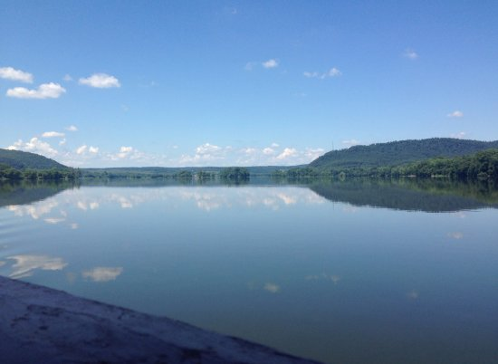 Millersburg, Pennsylvanie : This is not a lake. For more, read On the Road.