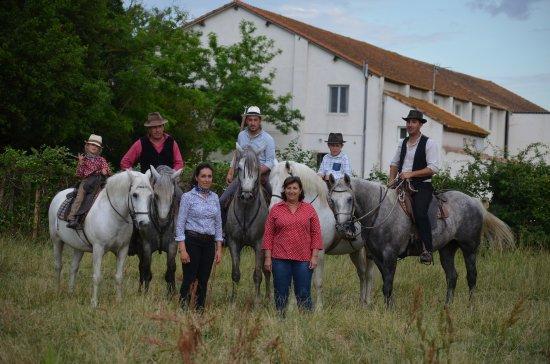 a81f8b8c97f4 la famille Blanc - Photo de Manade Blanc, Arles - TripAdvisor