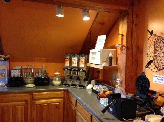 Lyons Falls, NY: Breakfast Area