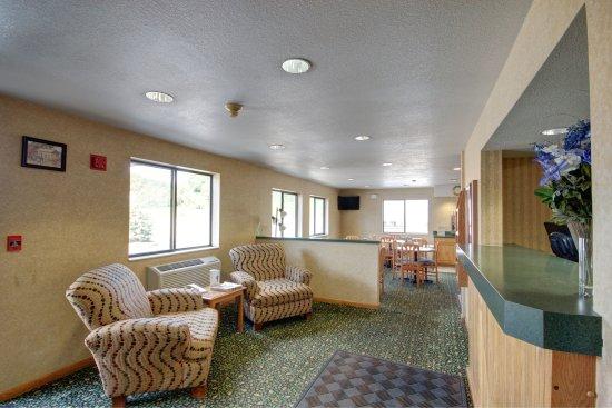Super 8 Hotel Zanesville: Lobby