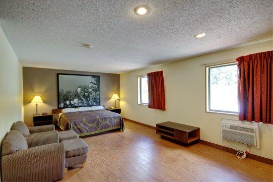 Super 8 Hotel Zanesville: Suite