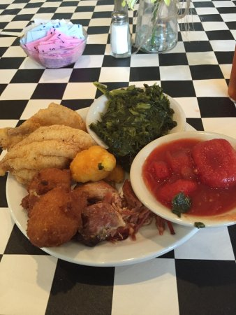 Wildersville, TN: Friday Lunch Buffett! Catfish,hammocks, turnip greens, stew tomato's and hush puppies! Best meal