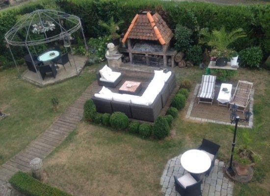 Pool Mit Whirlpool In Der Gartenecke - Picture Of Villa Katz