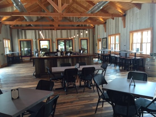 Hammonton, Nueva Jersey: Our gorgeous Tasting Room is the perfect setting for a fun outing or your next private event!