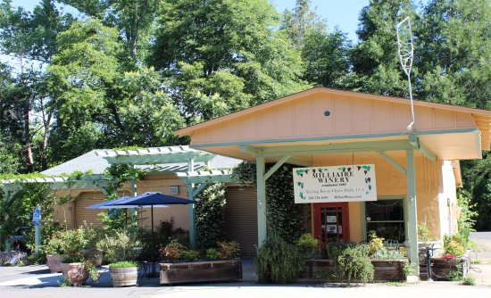Murphys, CA: Visit us our tasting room housed in a refurbished auto garage on Main Street!