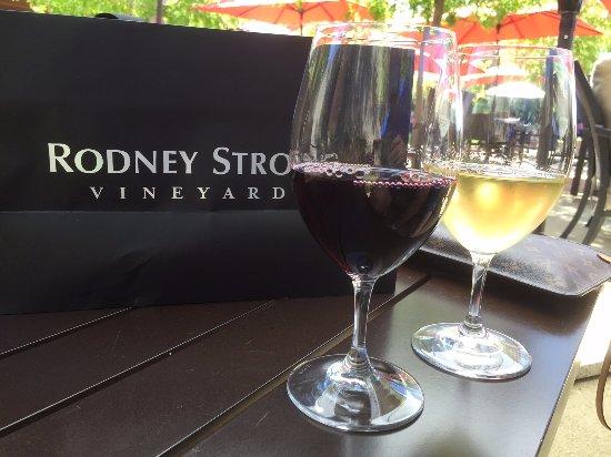 Healdsburg, CA: Enjoying wine outside at Rodney Strong Vineyards