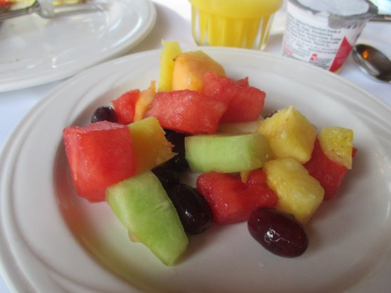 Lutsen, MN: Fruit plate..my choice of fruits..