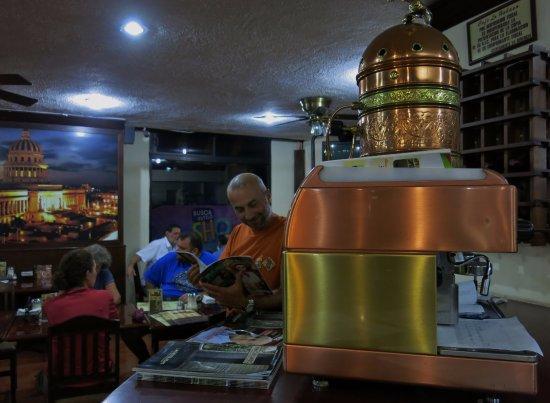 Cafe la Habana: Kahve beklerken