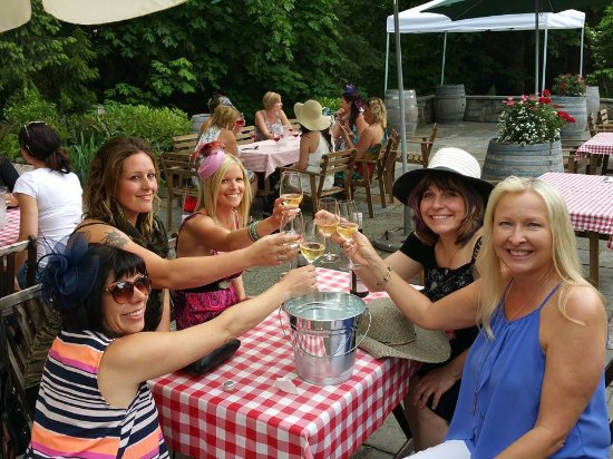 Cowichan Bay, Kanada: girls day out at Averill Creek Vineyards