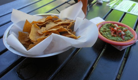 Lime Cantina: Guacamole and Chips