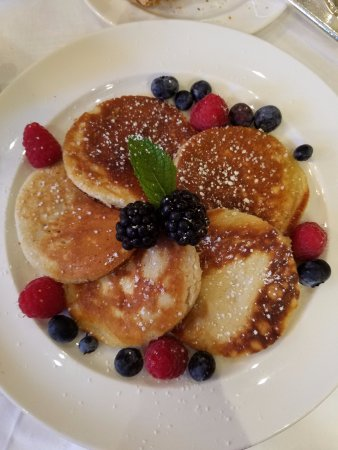 Egerton House Hotel: Yummy pancakes from the dining room!
