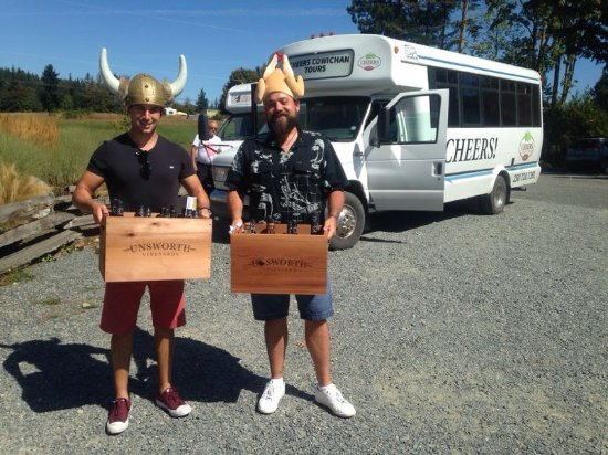 Cowichan Bay, Canada: Purchases at Unsworth, with hats!