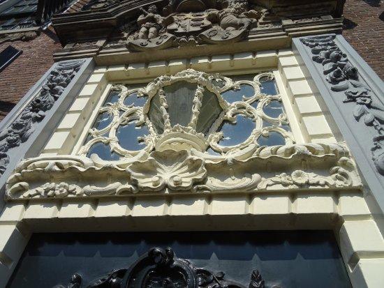 Rijksmonument Stadhuis Sneek uit 1550-1605: Rococo detail;Stadhuis Sneek
