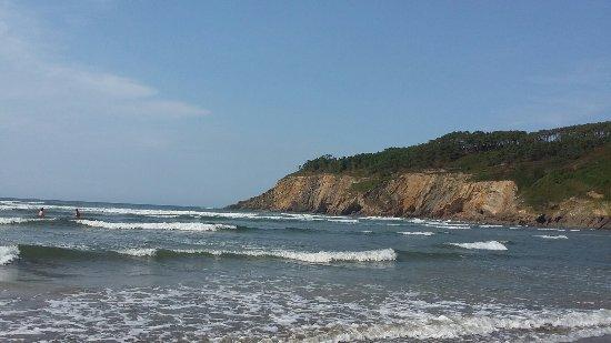 Luarca, สเปน: Playa  de Cueva y senda de acero  desde  hotel  Canero