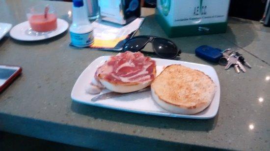 Estepa, Spanje: tostada de jamon iberico.