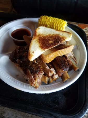 Red Barn BBQ: Red Barn for lunch