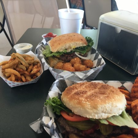 Leakey, تكساس: Texas toothpicks, Fat Bob burger with tater tots and Soft-tail burger with sweet potato waffle f