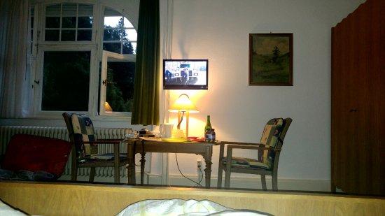 Dachsberg, Alemania: חדר זוגי מרווח עם חלונות ליער