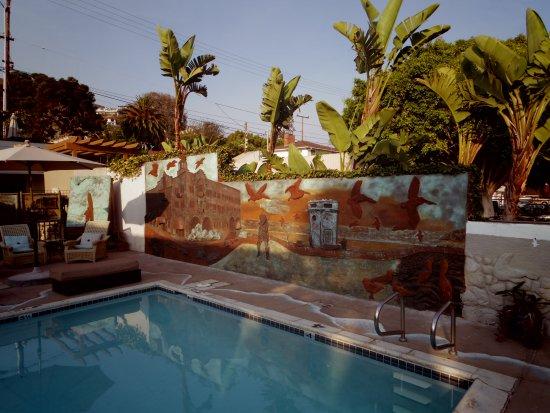 Art Hotel - Laguna Beach: Awesome new mural taking shape around the pool