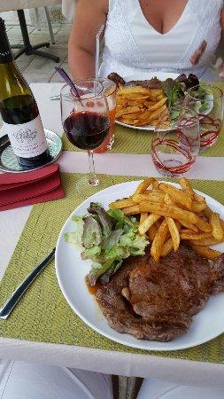 Selles-sur-Cher, Francja: 20160909_201229_large.jpg