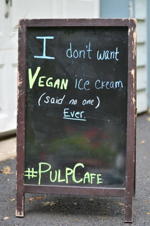 Frenchtown, Нью-Джерси: lol @ the vegan ice cream sign