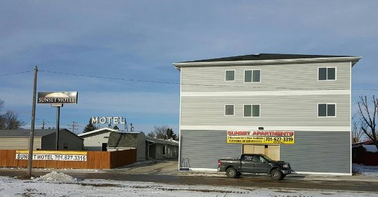 New Town, ND: Sunset Motel and Apartments